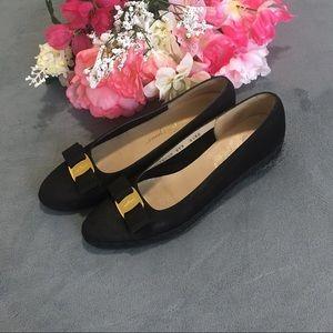 Salvatore Ferragamo bow wedge loafers. Size 8.5
